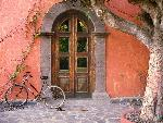 mexique Doorway and Bicycle, Loreto, Mexico jpg